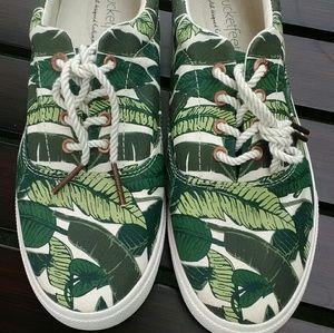 Bucket feet sneakers